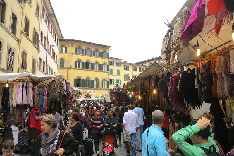 Shopping-in-Florence-San-Lorenzo-market